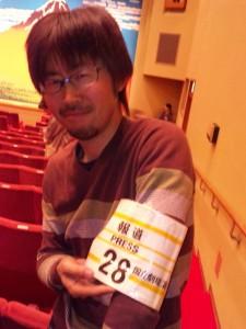 初めて国立演芸場で撮影を敢行した編集部岩崎をパチリと記念撮影。