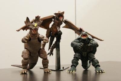 バラゴンとギャオスとガメラの3ショット