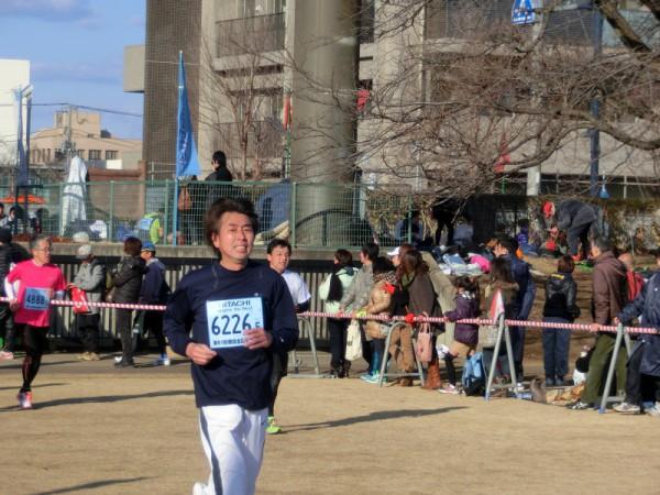 勝田マラソンのゴール直前。がんばれ、俺とつぶやきながら踏ん張った