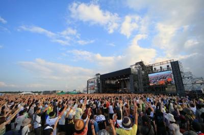 『RISING SUN ROCK FESTIVAL 2013 in EZO』 開催:8月16日(金)・17日(土) 場所:北海道 石狩湾新港樽川ふ頭横野外特設ステージ