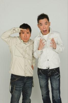 爆笑問題の二人。左が田中裕二で右が太田 光。二人は大学在学中に出会いコンビを結成した。その後1988年にテレビデビューして以降、政治から芸能界までさまざまな社会現象を斬る漫才で、幅広い年齢層から支持されている。