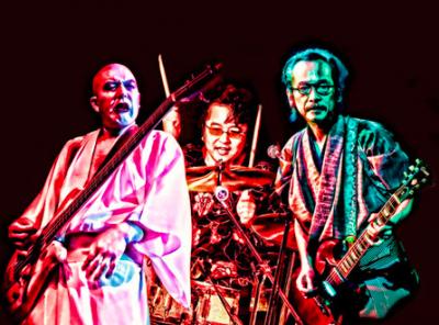 写真・右が和嶋。和嶋はバンドではギター&ボーカルを担当する。