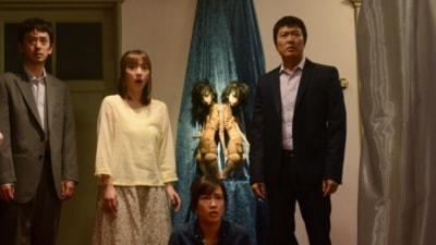 写真・右が豊原。同作は2014年1月18日(土)角川シネマ新宿ほか全国ロードショー。 (C)2014「バイロケーション」製作委員会