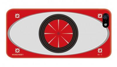 仮面ライダー1号をモチーフにしたケース。ライダーベルトを買ってもらった昭和40年男も多くいることだろう。