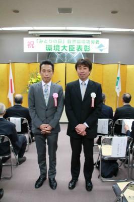 受賞会場はこんな感じ。一緒に写っているのは、活動のよき理解者で一緒に受賞した静岡県牧之原市役所の浅井さん