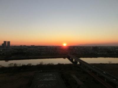 半年前、2013年の大晦日のベランダから撮った夕陽だ。この日からもう半年経ったのだ。早いなあ