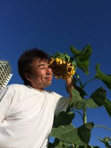 家の目の前にある公園に、区の職員さんがひまわりを植えてくれ、僕の夏をずいぶんと盛り上げてくれた