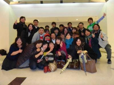 去年の暮れに第1回目を 開催した『福岡博多秘密基地』の集合写真だ。この後2次回まで大騒ぎが続いた!!