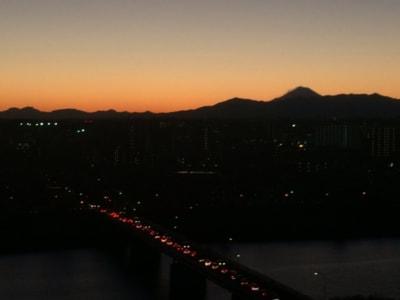 少し以前の夕焼けだ。冬はきれいに焼ける日が増えていいものですな。とくに暮れは眺めながらナルシストになる(笑)