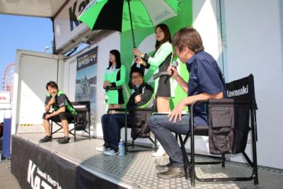 先週の全日本ロードレースの土曜日、予選直前にトークショーを展開した。優勝を狙うと宣言して会場を沸かせた