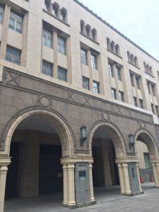 なぜかこの道を通ったことがほとんどなく、重厚な建物にうっとりした。横浜税関前だ