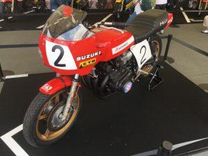 昭和53年に始まった『鈴鹿8耐』の記念すべき優勝マシンのレプリカ。今年は40回記念にちなんで貴重なマシン展示や様々なイベントが行われる