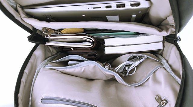 a13b308348 超軽量防水バックパック「ユニコーン」は、今までにないユニークなデザインと機能性で、旅行にもビジネスにも幅広く使える注目のバックパックだ!