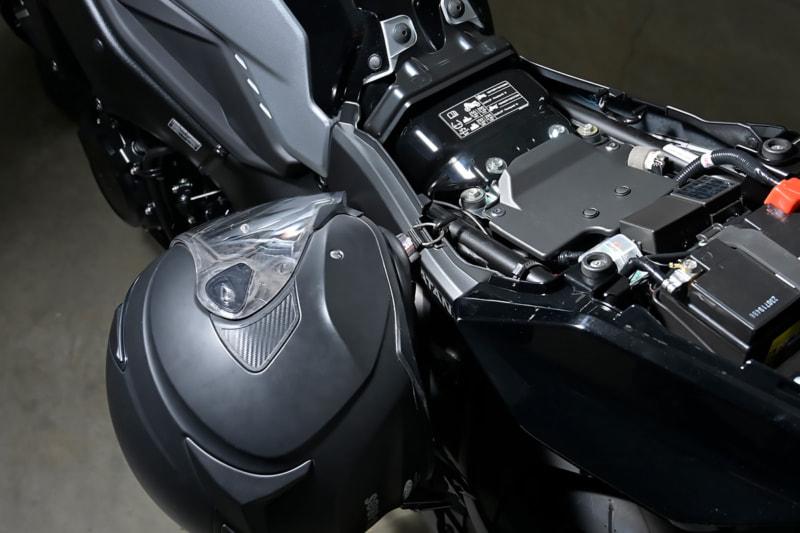 スズキ 新型KATANAのヘルメットホルダー