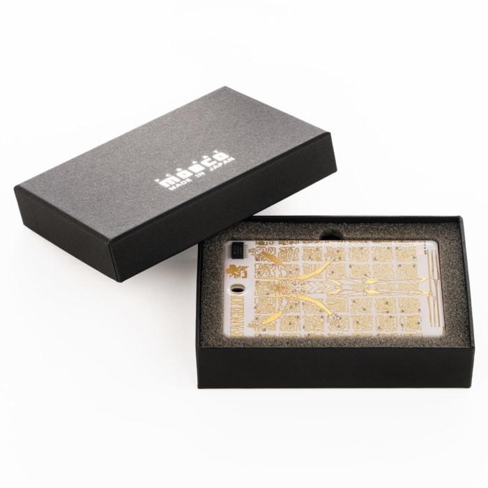 FLASH EVA13 基板アート ICカードケース 白 ギフトボックス